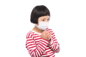 風邪の予防に余念のない子供